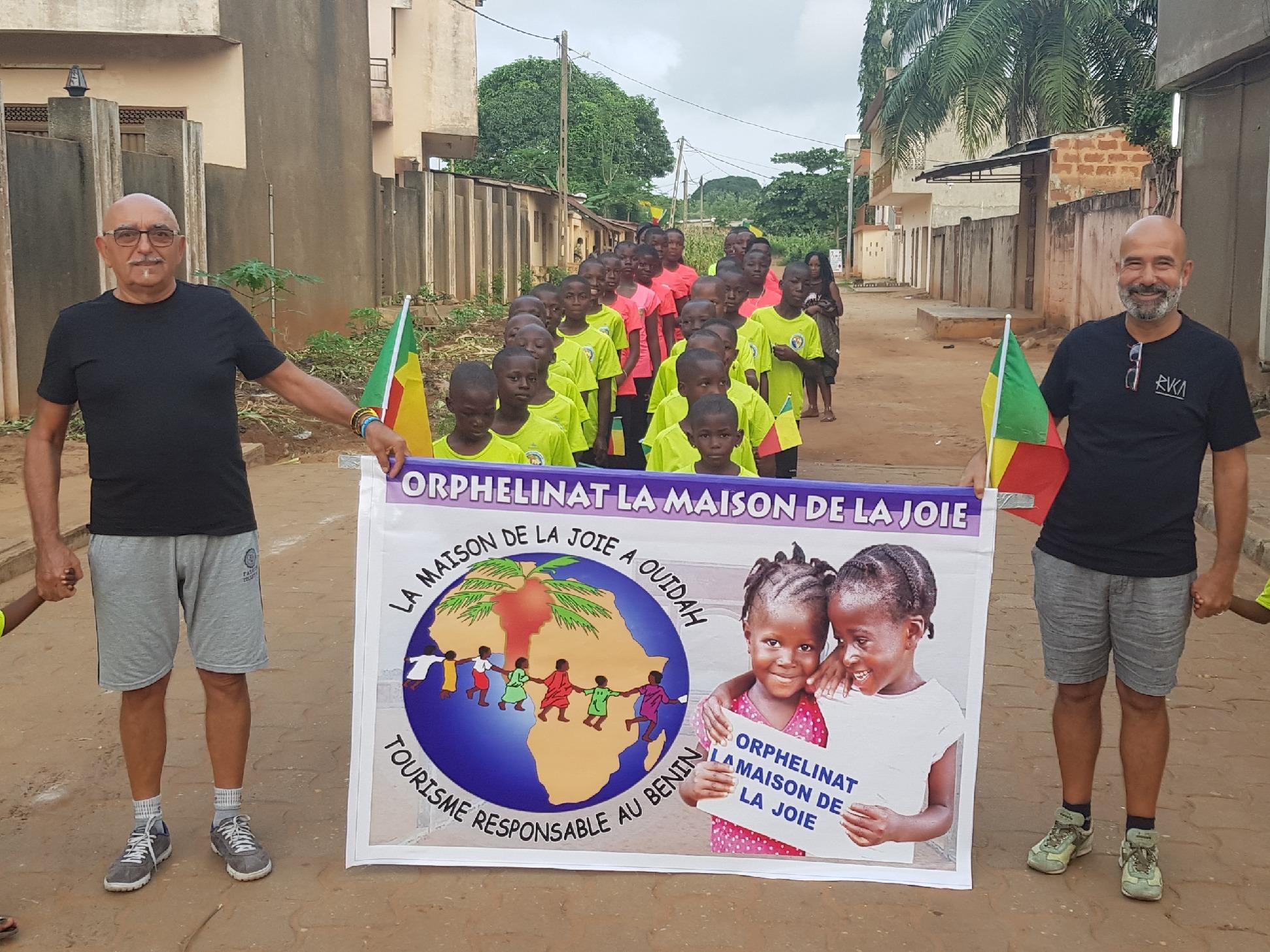 I Bambini della Maison sfilano nella giornata dell'Indipendenza in Benin